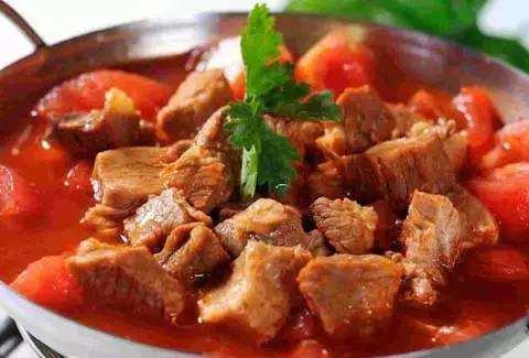 西红柿炖牛腩,怎么做出来美味好吃?大厨教你一招,鲜美暖胃养人