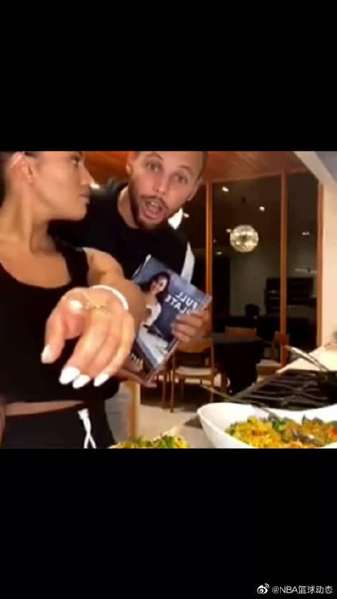 库里跟莱恩实力捧场阿耶莎,莱恩是个小吃货吧