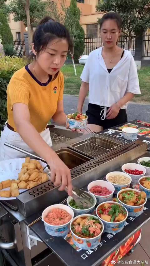 学校门口最火浇汁豆腐,干净又卫生@微博美食