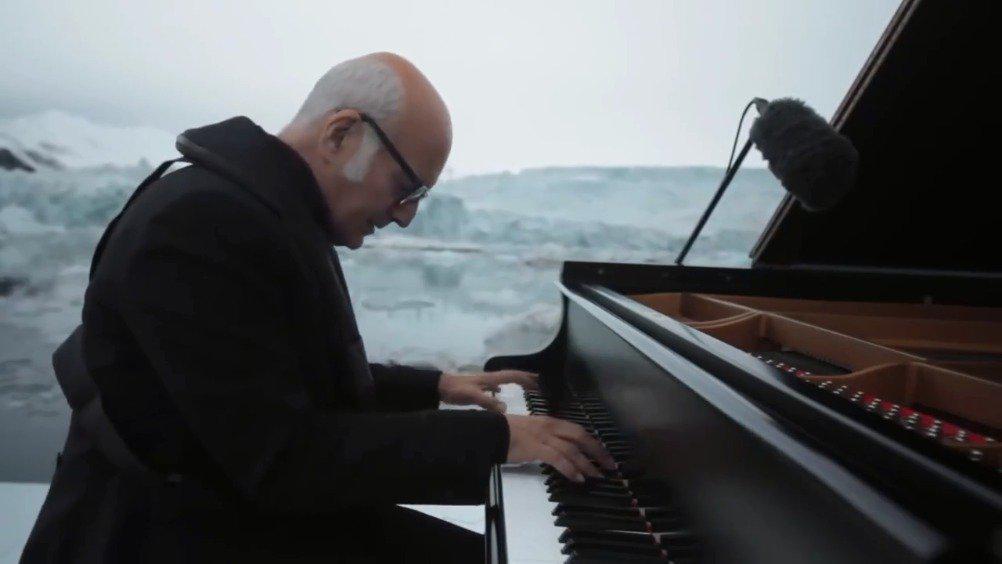 Ludovico Einaudi北极浮冰钢琴演奏 2016年6月17日……