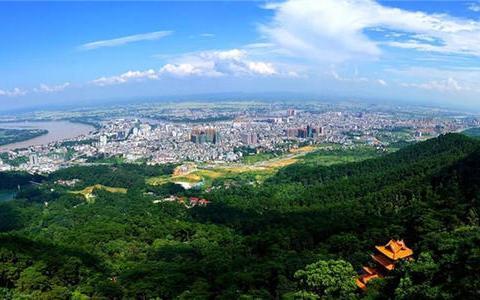 """广西的十佳县,由贵港代管,GDP突破400亿,被誉""""小西双版纳"""""""