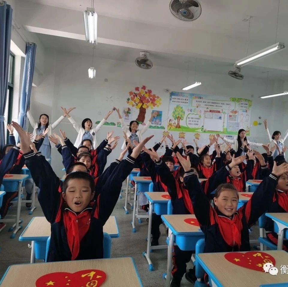 """喜迎""""双节"""":白沙实验学校用原创手势舞向祖国表白"""