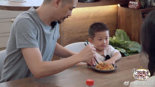 吴中天陪孩子玩过家家 杨子姗煮意大利面,饺子直夸好吃