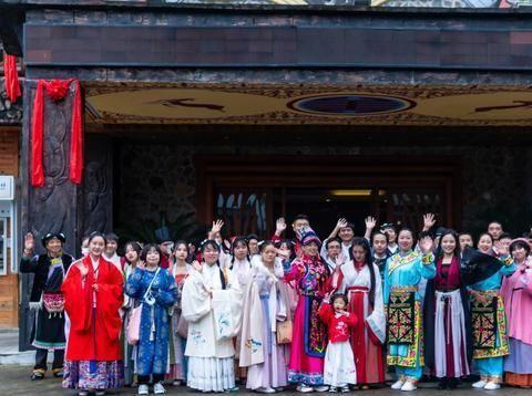 北川九皇山景区举行第四届萨朗狂欢节暨首届汉羌风情节