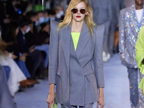 Balmain春夏女装走起,西装设计出不一样的时尚感,还挺好看
