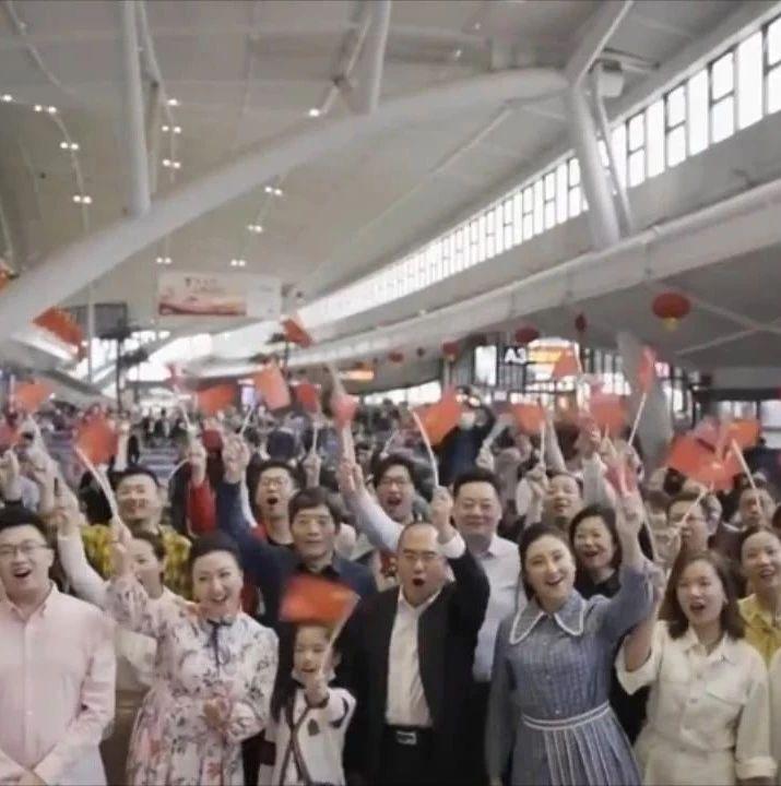 武汉广播电视台与央视共同制作的快闪MV今晚上新闻联播啦!