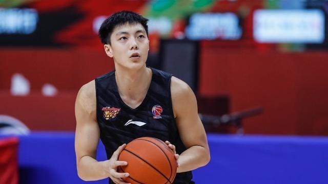 中国男篮国家队集训宣布解散,各国手将各自回归地方队准备新赛季CBA的比赛