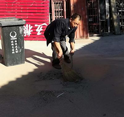 西峡县军马河镇:改善家庭面貌 帮助