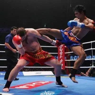 相差50KG,泰拳王一腿放倒萨摩亚大铁锤