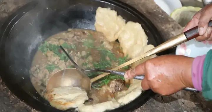 徐州人特色美食——面煎鸡加死面锅饼