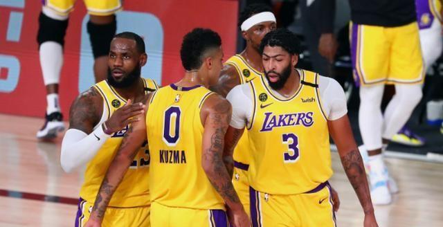 NBA季后赛已经渐渐接近了尾声,万众瞩目的总决赛,好像有点一边倒的局势