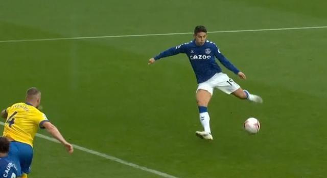 此役第4分钟,科尔曼一脚远射,球被门将扑出