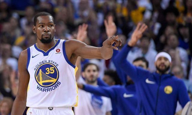 NBA是世界上篮球水平最高的职业联赛,在这里拥有最优秀的职业篮球运动员NBA是世界上篮球水平最高的职业联赛,在这里拥有最优秀的职业篮球运动员