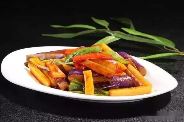 美食精选:茄子烧土豆、鲜藕粥、开屏武昌鱼、干烧鲫鱼