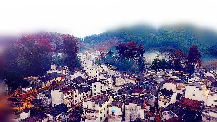 婺源有一个安静的山村 那里有美丽的红叶 是中国