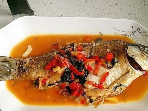 红烧鲫鱼时,很多人都不知道这一步少了,难怪鱼肉腥味重,不好吃