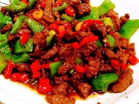 开胃小炒:牛肉辣椒,培根炒儿菜,沙茶洋葱炒鸭肉