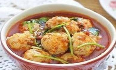 精选美食:浓汤香辣肉丸、猪手焖酸菜、鲜菇炒肉片、芥蓝炒鱿鱼