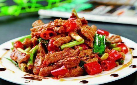 解馋又开胃:香辣牛肉,肉末凉拌面,西葫芦虾仁