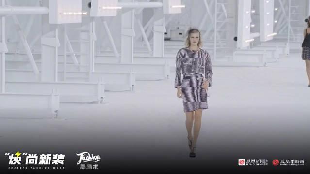在巴黎大皇宫内,香奈儿 2021春夏系列终于揭开了神秘面纱