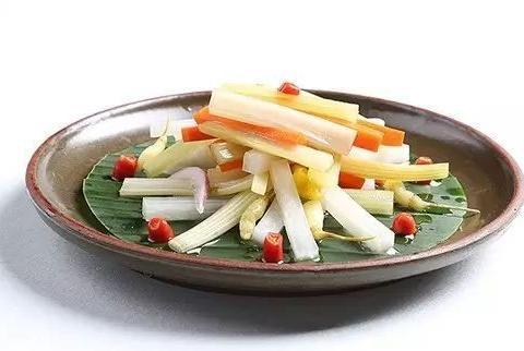 美食精选:什锦泡菜、手撕麻椒鸡、酱牛肉、青椒牛柳