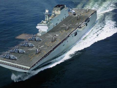 美两栖舰装备F35变准航母,中国075为啥不学?专家答案充满智慧