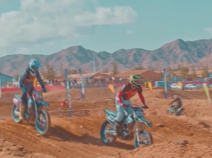 赛车赛马赛骆驼 草原上演速度与激情