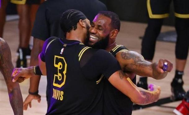 湖人现已拿到了总决赛的赛点,拿到本年的NBA总冠军应该现已没有任何问题了