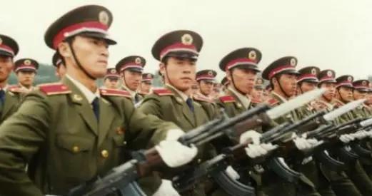 中国购买瓦良格号航母,邻国俄罗斯,当时到底什么态度?