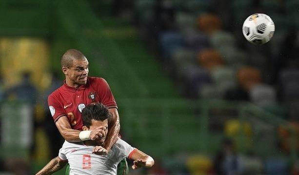 一场葡萄牙和西班牙人的友谊赛,这次没有出现坚毅的眼神
