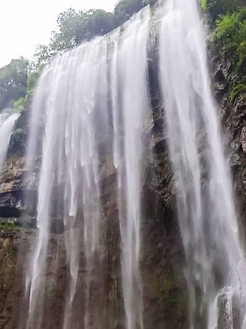 宜昌·三峡大瀑布,以天然瀑布群和峡谷丛林风光闻名……