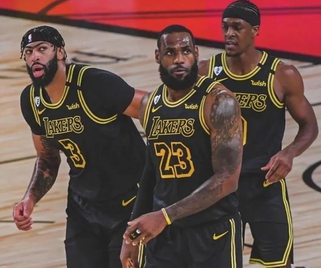 现在NBA总决赛湖人与热火的比赛现已走完第四场了,现在湖人以3:1大比分领先于热火