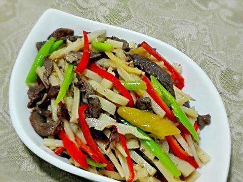 美食推荐:家常炸酱面、蛋抱煎饺、莲藕炒牛肉条、金针菜清蒸鸡