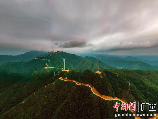 """在岑溪建设""""风力发电城"""" 风力涡轮机形"""