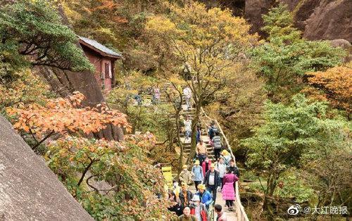 国庆节期间 黄山风景区接待了12万多名游