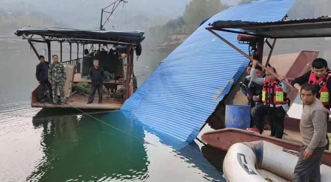 10月9日,神鹰救援伊川大队特战中队五名队员携带潜水装备……