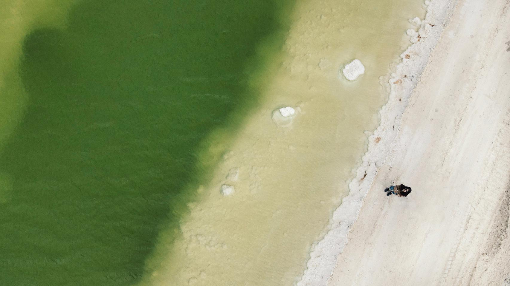 青海旅游千岛盐花 察尔汗盐湖是世界第二大盐湖,在工业矿区里……