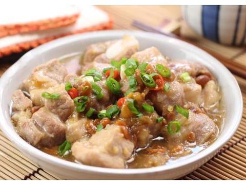 美食推荐:花生蒸排骨,腊猪蹄锅,芦笋炒鱿鱼,剁椒洋葱炒鱿鱼