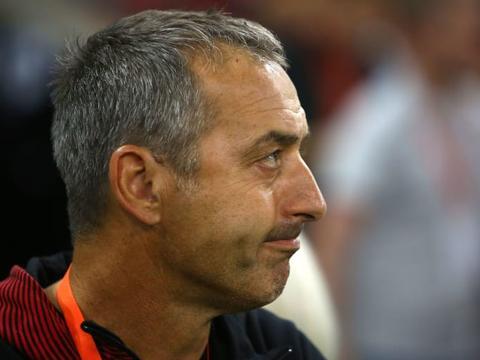 AC米兰主帅詹保罗刚刚下课,为何又有球迷喊新帅皮奥利下课?