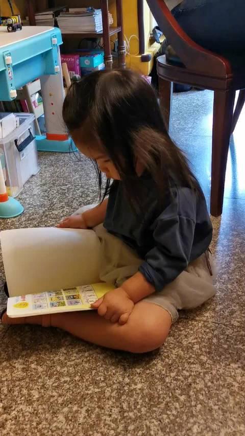 但愿她一直爱书,书是慌张人间最好的安慰剂,一颗有用的定风丹