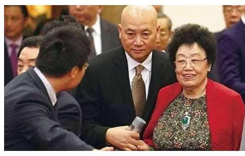 """""""唐僧""""迟重瑞不为500亿折腰,却遵守李丽华小规矩,每晚都执行"""