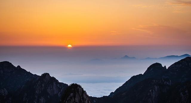 黄山惊心动魄的日出