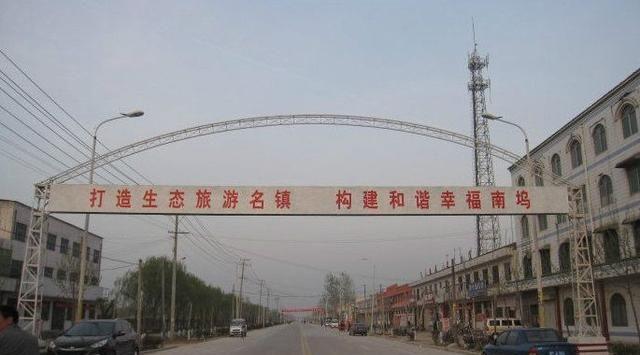 鄢陵县南坞镇第一中学历史地理政治生教研室举办讲座运动!