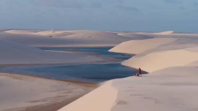 巴西梦幻沙漠泻湖 水上滑板的理想圣地