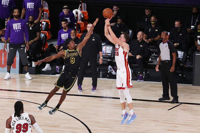 NBA总决赛今日打响G5,竞赛精彩激烈,热火悍将罗宾逊外线发威,三分13中7