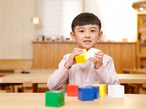 真正优秀的家庭,一定是始于陪伴,陷于教育,忠于三观