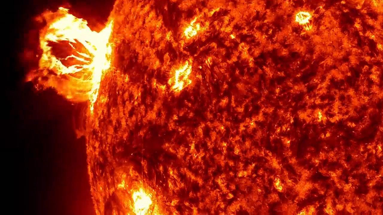宇宙的旅行:带你领略美丽又可怕的超级太阳风暴