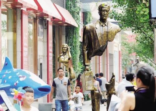 世界上最奇怪的雕塑到处都是