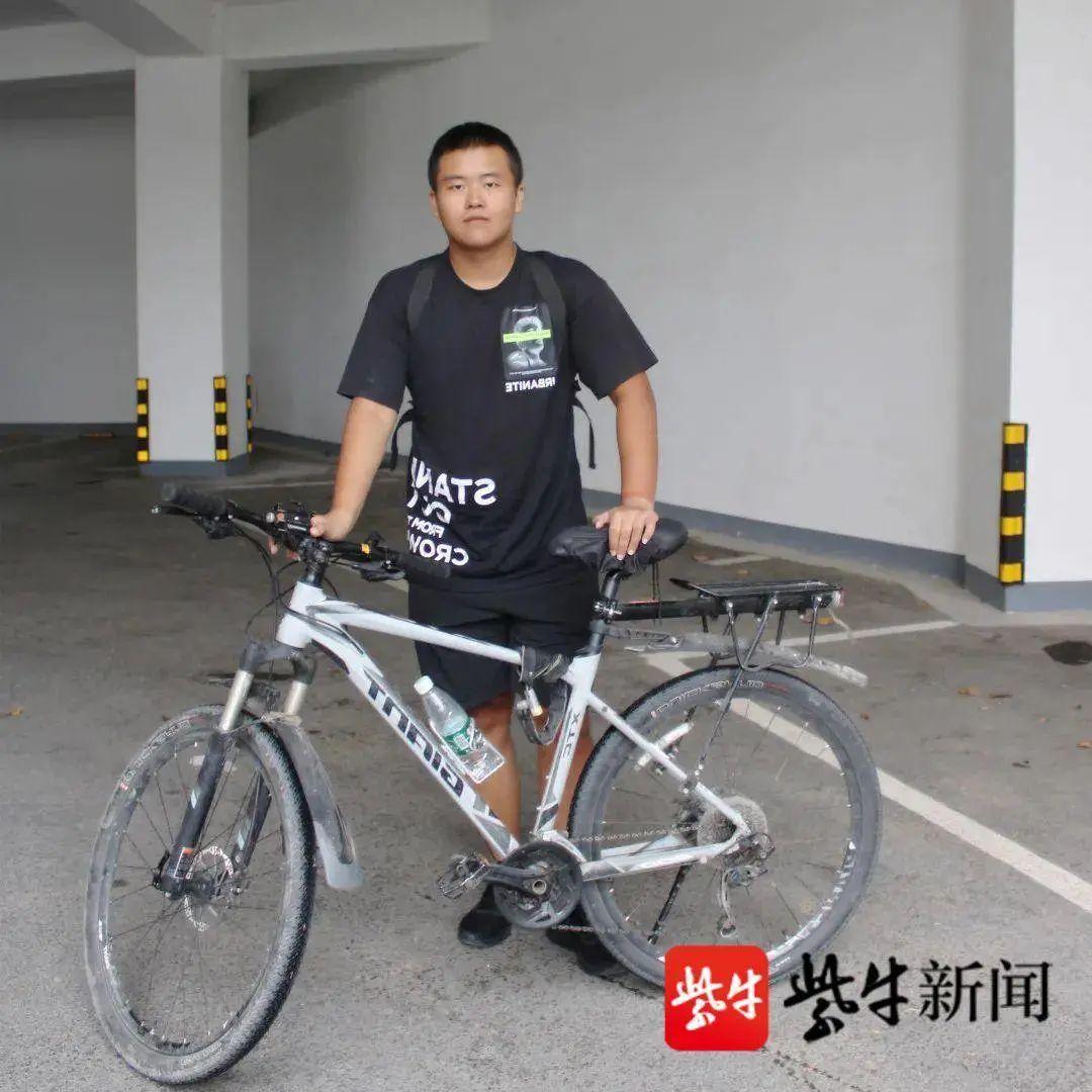 内蒙古18岁小伙骑行1500公里去大学报到,