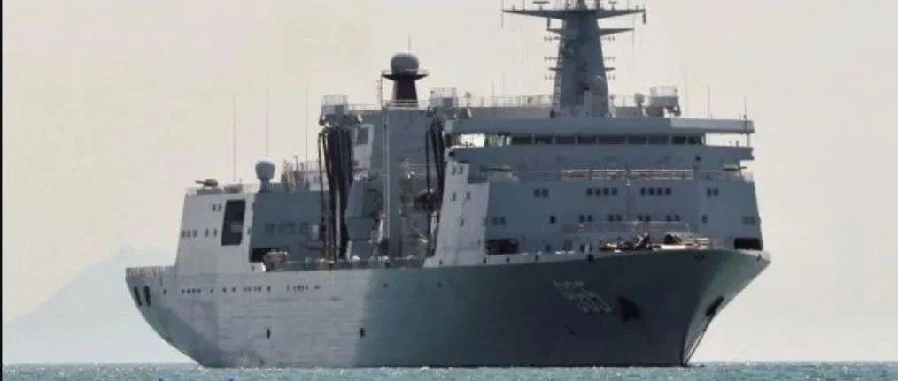 中国猛造5万吨航母奶妈,美军却已悄然转变,逐步放弃快速补给舰
